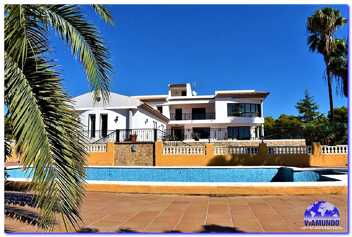 ESPECTACULAR VILLA EN ALTEA